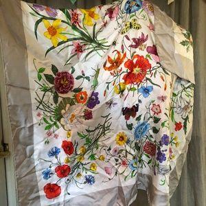Gucci V. Accorneo flowers butterflies silk scarf